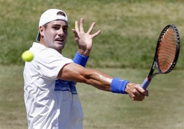 John Isner je nadaljeval tradicijo zmag domačih tenisačev na travnatem  turnirju v Newportu 64a2021927685